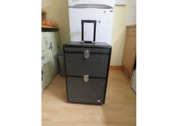 vend valise backstage strass chalon sur sa ne troc troc change vente et. Black Bedroom Furniture Sets. Home Design Ideas